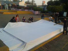 Construcción de pantalla gigante para la clausura de la Semana Cultural de la Preparatoria UNIVA