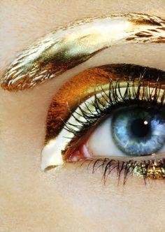 metallic gold eyebrows and eyeshadow