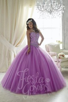 With multitudes of small beads and sequins, this gown creates an attractive leaf…