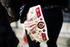 Insignias honoríficas, que huelen a triunfo y a batallas ganadas. Medallas que dicen It´s Chanel, baby!.