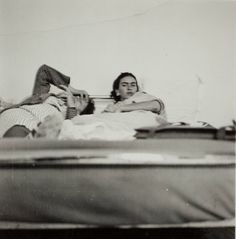 Frida in bed with friend
