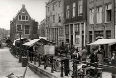 1930 - 1940. Jodenbreestraat in Amsterdam connects the Sint Antoniesluis sluice gates to the Mr. Visserplein. The street was home of Rembrandt, who lived in this street from 1639 to 1656 in a house that is still standing today. In the 17th century, many Jewish emigrants from Portugal and Spain settled in the neighbourhood, and in the 2nd half of the century, the southern section of the Sint Antoniesbreestraat came to be known as Jodenbreestraat. Photo SERC. #amsterdam #1940 #jodenbreestraat