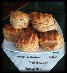 A finom pogácsákat mindenki szeret, nálunk ez a legnagyobb kedvenc Food Styling, Muffin, Food And Drink, Meat, Chicken, Breakfast, Hungarian Recipes, Morning Coffee, Muffins