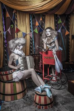 Alistair Campbell - A Very Vintage Circus 6 Photographer: Alistair Campbell Hair/Makeup: The White Rabbit and Rebecca Rose Robinson using Creepy Circus, Halloween Circus, Creepy Carnival, Theme Halloween, Halloween 2018, Halloween Costumes, Halloween Photos, Vintage Halloween, Carnival Masks