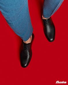 Black derby shoes with concealed laces are a perfect smart-casual look. Bata Shoes, Men's Shoes, Smart Casual, Casual Looks, Derby Shoes, Shoe Collection, Cole Haan, Moccasins, Oxford Shoes