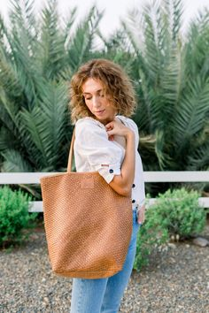 SSEKO LEATHER GOODS — AVE Styles Going To University, Classic Style, Personal Style, Tote Bag, Leather, Bags, Outfits, Accessories, Women