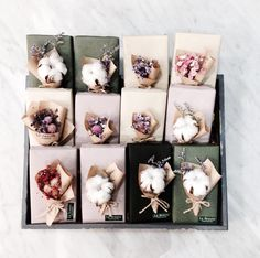Flower Boxes, Flower Cards, Craft Gifts, Diy Gifts, Hand Bouquet, Arte Floral, Christmas Wrapping, Gift Packaging, Dried Flowers