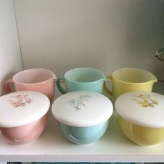 Instagram media the_pyrex_princess - Family flair dreams come true! I   #pyrexjunkie Angela @vintageglasstherapy 50s Kitchen, Kitchen Dishes, Glass Kitchen, Kitchen Items, Vintage Kitchenware, Vintage Glassware, Vintage Pyrex, Cocina Shabby Chic, Rare Pyrex