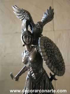 Palas Atenea, la diosa de los ojos glauco. Athena Goddess, Hades And Persephone, Macedonia, Greek Mythology, Ancient Greek, Tatoos, Sculpting, Legends, Lion Sculpture