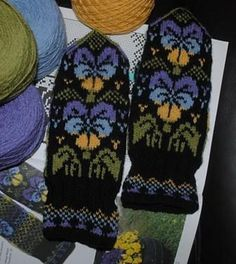 In English: The mittenbook - Solveig´s mittens It is a new Swedish pattern-book. Double Knitting Patterns, Knitted Mittens Pattern, Fair Isle Knitting Patterns, Knitted Gloves, Knitting Socks, Knitting Stitches, Hand Knitting, Knitting For Charity, Mittens