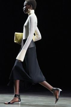Jil Sander Spring 2021 Ready-to-Wear collection, runway looks, beauty, models, and reviews. Fashion Week, Love Fashion, Fashion Beauty, Fashion Show, Anti Fashion, Milan Fashion, Fashion Addict, Jil Sander, Emilio Pucci