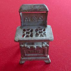 Small Cast Iron 2 Burner 1920's Royal Stove Dollhouse from vermontvintage on Ruby Lane