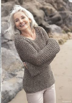 Gorgeous silver-haired lady with great casual style and joie de vivre!