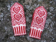 Babyvotter pattern by Lilia Mankki - handschuhe sitricken Knitted Mittens Pattern, Knit Mittens, Knitting Patterns, Baby Knitting, Crochet Baby, Knit Crochet, Love Symbols, Hand Warmers, Color Patterns