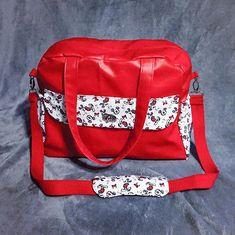 frederiquebrant Il vous rappelle quelque chose ? C'est normal 😁 pour ce sac à langer j'ai utiliser le même tissu Mickey que ma toute première version offert en cadeau de naissance. Mais j'ai remplacé le simili bleu par du rouge. Mais celui-ci je l'offre pas ^^ il est pour nous! 😉 #cadeaunaissance #couturebebe #coutureaddict #passioncouture #veritaseu #sacalanger #sacotin #sacboogie #sacotinboogie #mickeymouse #madewithveritas