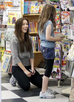 Kate Beckinsale Photos - Kate Beckinsale, her husband Len Wiseman and her daugther Lily Mo Sheen out shopping for comics at a Comic Book store in Santa Monica. - Kate Beckinsale And Family Out At A Comic Book Store