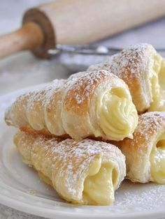 Italian Recipes Cooking with Manuela: Italian Cream Stuffed Cannoncini (Puff Pastry Horns)fullcravings: Italian Cream Horns - January 13 2019 at - and Inspiration - Yummy Sweet Meals And Chocolates - Bakery Recipes Ideas - And Kitchen Motivation - De Frozen Puff Pastry, Puff Pastry Recipes, Puff Pastry Desserts, Custard Desserts, Puff Pastries, Pastries Recipes, Savory Pastry, Custard Cake, Nutella Puff Pastry