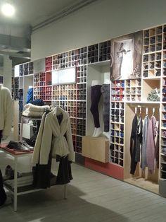 68 fantastiche immagini su Retail fashion  877f8aa6c30
