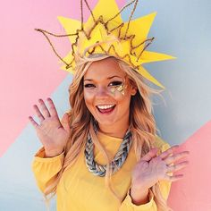 Pin for Later: 18 Last-Minute Costumes For Anyone Obsessed With the Internet Star Costume What you need: A yellow shirt, construction paper, and pipe cleaners to make your sun headdress.