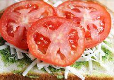 Deze Pesto-Caprese tosti is de allerlekkerste tosti die jij ooit zult eten! - Zelfmaak ideetjes