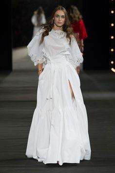 Alexis Mabille at Paris Fashion Week Spring 2016 - Runway Photos White Fashion, Paris Fashion, Runway Fashion, Fashion Show, Fashion Brands, Hijab Fashion, Boho Fashion, Fashion Dresses, Fashion Design