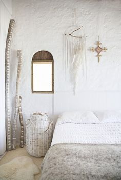 Love how simple, clean and peaceful this is. Perfect for a bedroom