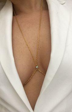Body Chain Jewelry, Body Jewellery, Cute Jewelry, Gold Jewelry, Jewelry Accessories, Gold Necklace, Jóias Body Chains, Estilo Hippie, Accesorios Casual