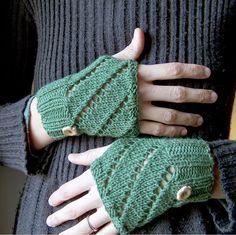 Precioso amigurumi de Lisenn Cabane .     Nice amigurumi by Lisenn Cabane .           En Creative Yarn  nos regalan el patrón de estos mi...