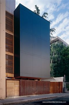 Fast construction, only 5 days. - Construcción moderna vivienda de madera prefabricada levantada en 5 días en Lion, Francia.