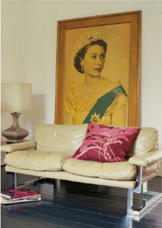 A huge traditional portrait hangs behind a modern sofa in this eclectic living room from Flea Market Style (via Kare 'N' Thrift). Salons Cosy, Flea Market Decorating, Decorating Ideas, Interior And Exterior, Interior Design, Interior Styling, Flea Market Style, Eclectic Decor, Eclectic Style