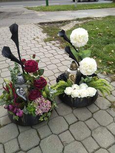 Funeral Arrangements, Flower Arrangements, Vence, Grave Decorations, Funeral Memorial, Funeral Flowers, Diy And Crafts, Floral Wreath, Wreaths