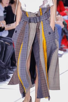 The complete Sacai Spring 2018 Ready-to-Wear fashion show now on Vogue Runway. Fashion 2018, Fashion Week, Runway Fashion, Spring Fashion, High Fashion, Fashion Show, Fashion Outfits, Womens Fashion, Fashion Tips