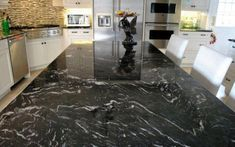Ever wonder where black and white granite countertops can look good? Black granite that is suitable this purpose. Black Marble Countertops, White Granite Kitchen, Granite Countertops Colors, Granite Colors, Granite Slab, Granite Stone, Black Granite, Kitchen Countertops, Titanium Granite