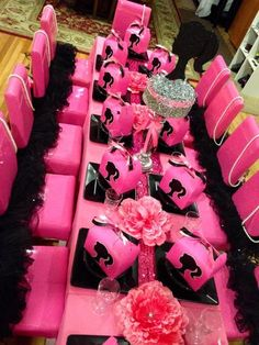 Table at a Barbie Party - I could see this for Bella so cute