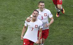 Milik Penentu Kemenangan Polandia : Arkadiusz Milik sukses membawa Polandia menang dengan skor tipis 1-0 pada pertandingan pembuka Grup C Piala Eropa melawan Irlandia Utara Minggu malam hingga dini hari Croatia, Ukraine, Football, Sports, Fashion, Teepees, Soccer, Hs Sports, Moda