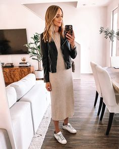 7 Ways to Wear the Most Comfortable T-Shirt Dress White Fashion Sneakers, Dress With Sneakers, White Sneakers, Work Sneakers, Sneakers Style, Gucci Sneakers, Black Skirt Outfits, Outfits Otoño, Denim Jacket Outfit Summer