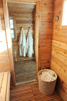 photos-hgtv-outdoor-sauna-with-cedar-tongue-and-groove_bathroom-sauna-showers_bathroom_bathroom-floor-tile-tiles-storage-ideas-flooring-ikea-scales-remodel. Diy Sauna, Sauna House, Sauna Room, Saunas, Homemade Sauna, Design Sauna, Building A Sauna, Finnish Sauna, Swedish Sauna