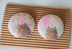 coppia bottoni stoffa dipinti gatto rosa baby- hand painted fabric buttons cats