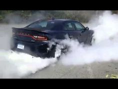 First Burnout 2015 Dodge Charger Hellcat, already needs new tires! 2015 Dodge Charger Hellcat, Charger 2015, Challenger Hellcat, General Motors, My Dream Car, Dream Cars, Automobile, High Performance Cars, Old School Cars