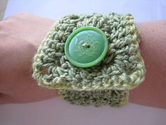 awesome cuff bracelet, could also be done with a larger bead to use as clasp also, that would be cool to change up the look