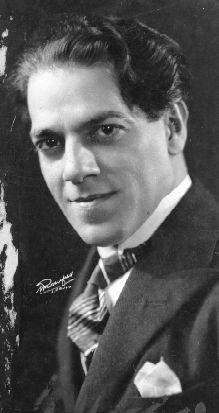 Heitor Villa-Lobos- ( 5.März 1887- 17.November 1959 ) war ein brasilianischer Komponist und Dirigent. Er ist der populärste und auch international bekannteste Komponist Klassischer Musik seines Landes.