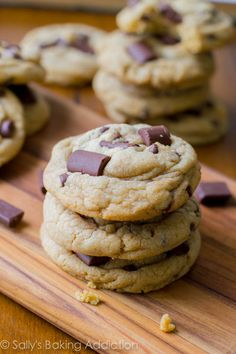 - Sallys Baking Addictionsoft, chewy, and thick chocolate chip cookies. And a recipe for the best ones! Chocolate Chip Cookies Rezept, Perfect Chocolate Chip Cookies, Chocolate Chip Recipes, Maltesers Chocolate, Chocolate Chips, Chip Cookie Recipe, Cookie Recipes, Dessert Recipes, Yummy Treats