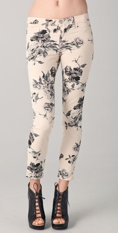 In love with these floral print skinny jeans!