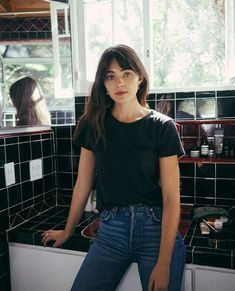 War Paint & Dance Therapy With Model Amelia Zadro - Harry Makes It Up - Trend Hair Makeup And Outfit 2019 Haircuts Straight Hair, Straight Bangs, Hairstyles With Bangs, Trendy Hairstyles, Girl Hairstyles, Fringe Hairstyles, Natural Hairstyles, Fringe Haircut, Bangs Hairstyle