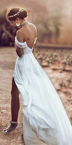 30 Unique & Hot Sexy Wedding Dresses Don't want to look like white princess in your wedding dress on your big day? We collected for you some sexy wedding dresses ideas which are elegant alternatives. Slit Wedding Dress, Backless Wedding, Sexy Wedding Dresses, Bridal Dresses, Wedding Gowns, Lace Dress, Off Shoulder Wedding Dress Bohemian, Unique Wedding Dress, Grecian Wedding