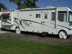 2001 R-Vision Condor (OH) - $24,900 Please call Bill @ 614-327-2586 to see this Class A motorhome. Rv For Sale, Motorhome, Recreational Vehicles, Camper Van, Caravan Van, Motor Homes, Camper, Caravan, Mobile Homes