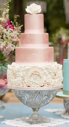 Wedding cake idea; Featured Photographer: Bumby Photography