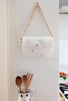 Wooden beads hanging paper towel holder decor diy paper How To Make A Paper Towel Holder That Matches Your Kitchen Farmhouse Paper Towel Holders, Kitchen Paper Towel, Bathroom Paper Towel Holder, Wooden Paper Towel Holder, Home Crafts, Diy Home Decor, Diy Crafts, Paper Towel Crafts, Paper Towels