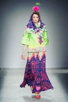 Manish Arora at Paris Fashion Week Fall 2014 - StyleBistro Weird Fashion, Colorful Fashion, High Fashion, Fashion Show, Fashion Design, Bold Fashion, Manish Arora, Head Scarf Styles, Textiles