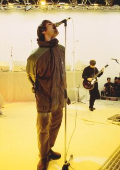 Oasis: English TV show 'The White Room', Channel 4 Studios, London. Rock Roll, Liam Oasis, Liam Gallagher Noel Gallagher, Oasis Album, Oasis Style, Football Music, Oasis Band, Sergio Aguero, Liam And Noel